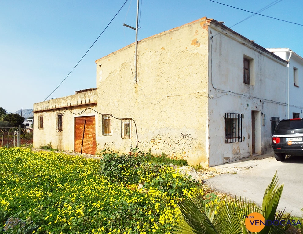 Nice country house to reform at La Jara