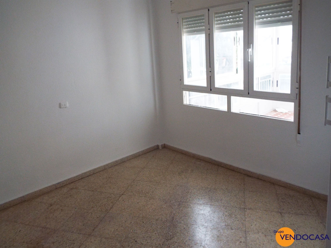3 bedroom apartment 50m to the beach